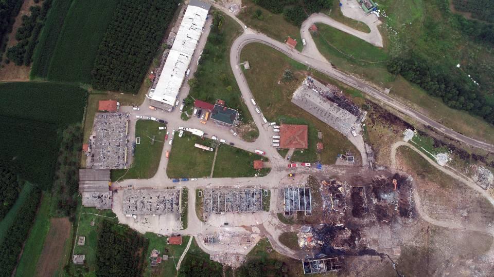 <p>Enkaz kaldırma ve ekiplerin çalışması drone ile havadan görüntülendi.</p>