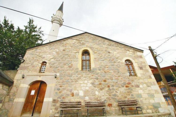 <p><strong>6-KABAKÖY AYASOFYASI (GÜMÜŞHANE): </strong>Gümüşhane'de Kabaköy bölgesinin Doğu Roma döneminde önemli bir yerleşim olduğu, oradaki Ayasofya'nın 10. yüzyılda inşa edildiği ve episkoposluk merkezi olarak kullanıldığı biliniyor. Yapı 1869'da camiye dönüştürüldü.</p>  <p></p>