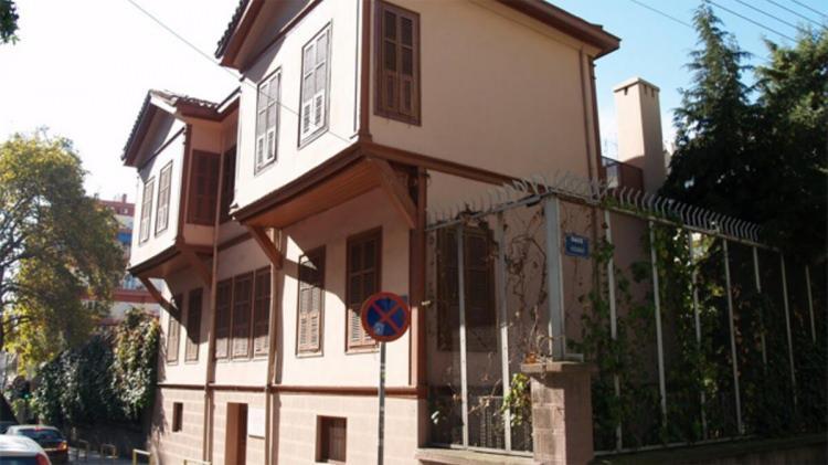 <p>Danıştay'ın gerekçesinde, Ayasofya'nın Fatih Sultan Mehmet Han Vakfı mülkiyetinde olduğu, cami olarak toplumun hizmetine sunulduğu belirtildi.</p>