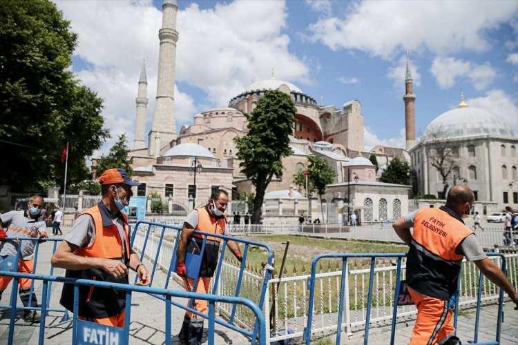 <p>1500 yıllık mabedin 86 yıl sonra tekrar cami statüsüne kavuşturulması bekleniyor.</p> <p></p>