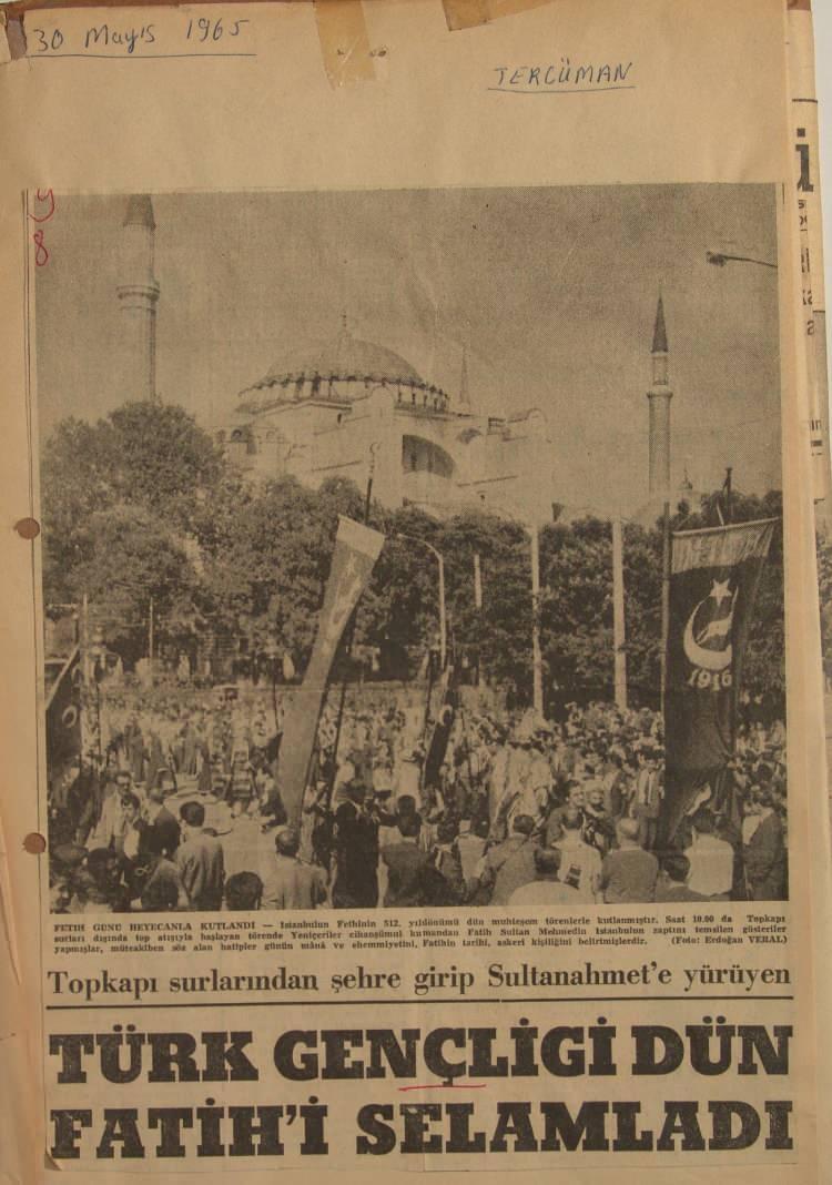 <p>Dr. Erkan Çav tarafından derlenen bilgi belge ve fotoğraflara göre, Ayasofya'nın Cami'ye dönüştürülmesinin toplumsal plandaki ilk adımı, 1965 yılında Milliyetçi-Muhafazakâr gençlerin yönetimine geçen ve Başkan Recep Tayyip Erdoğan'ın yetiştiği Millî Türk Talebe Birliği (MTTB) iledir.</p>