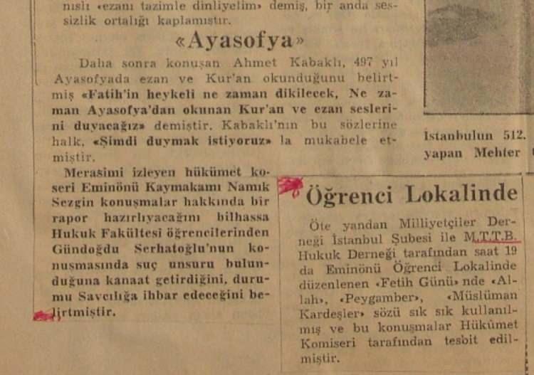 <p>Ayasofya'nın yeniden Cami olması Ahmet Kabaklı tarafından ilk kez kalabalıklarla birlikte bu mitingte haykırılır.</p>
