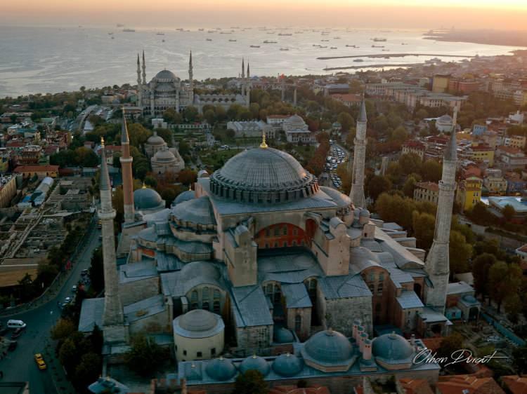 """<p>""""Ayasofya'da namaz, MTTB tarihine, Müslüman Türk'ün tarihine altın harflerle yazılacak, şerefli bir sayfadır… Ayasofya'da namaz, dilden düşmeyecek takdirle anılacaktır.""""</p>"""
