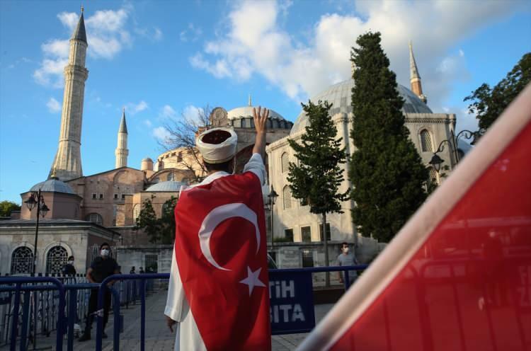 """<p>""""Ey, din olarak İslâm'ı, kitap olarak Kur'an'ı, rehber olarak Hz. Muhammed'i seçenler! Öyle bir nesil yetiştirin ki, İstanbul'u yeniden fethetsin, Türkiye'yi yeni baştan imar etsin.""""</p>"""