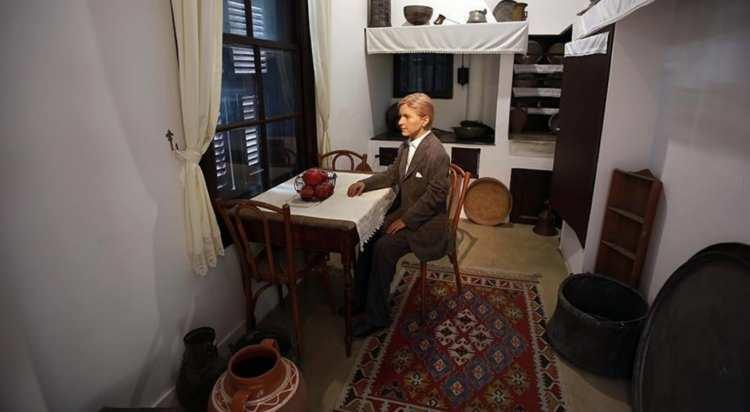 <p><strong>TÜRK MALLARINA AMBARGO TEKLİFİ</strong></p>  <p>Elliniki Lisi partisinin lideri Kyriakos Velopoulos, İstanbul'daki Ayasofya'nın yeniden camiye dönüştürme kararına misilleme olarak, Türk sınırlarının kapatılması ve malların geçişi için genel bir ambargo uygulanmasını önerdi.</p>