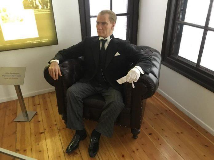"""<p><strong>BİR TEKLİF DE ATA'NIN EVİ İÇİN</strong></p>  <p>Selanik'teki Atatürk Evi Müzesi'nin sözde """"soykırım müzesi"""" olmasını öneren Velopoulos, Mustafa Kemal Atatürk'e alçakça saldırdı.</p>"""