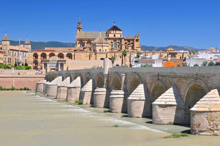 <p>1984 yılında UNESCO tarafından Dünya Mirası olarak ilan edilen Kurtuba Camii İspanyol devletine aitken 2006 yılında Katolik Kilisesine geçmişti.</p>