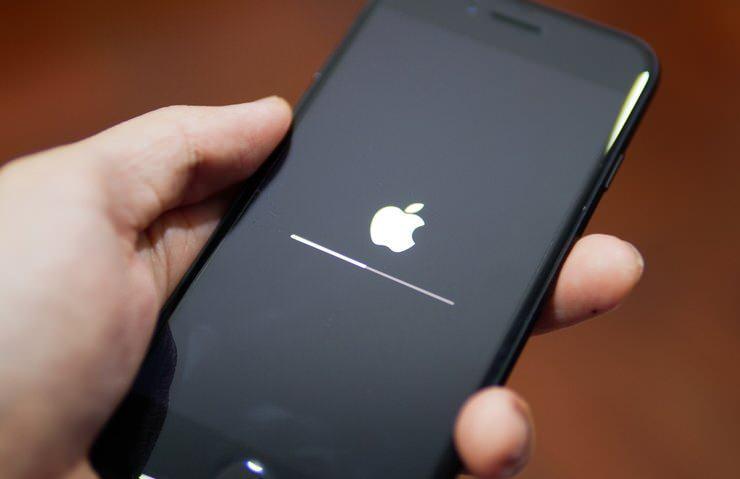 <p>Apple, batarya problemleriyle başlayan eski iPhone modellerini yavaşlattığı iddiasında suçlu olduğunu kabul etti. Firma açılan davada tazminat olarak toplamda 500 milyon dolarlık bir tazminat ödeyeceğini açıkladı.</p>