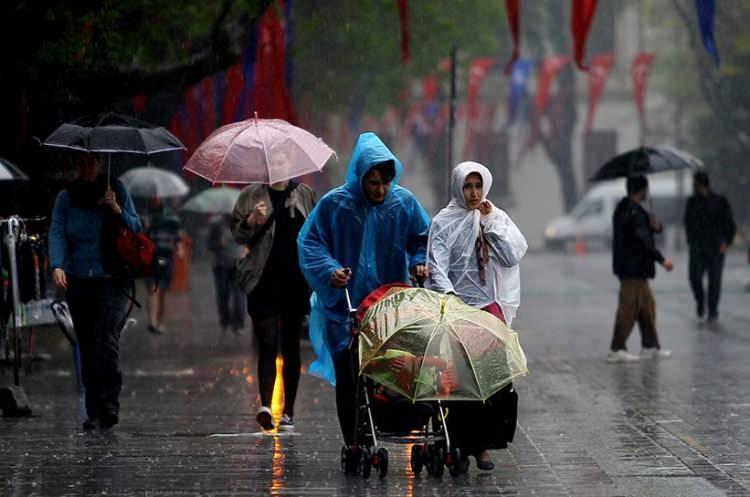 <p>11 Ağustos Salı günü ise, sağanak yağmurun sadece Doğu Karadeniz bölgesinde olacağı tahmin ediliyor. Yurt genelinde hava açık.</p>
