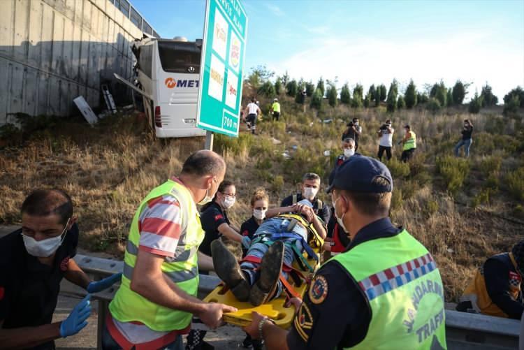<p>Yaralılar çevredeki hastanelere kaldırıldı.</p>