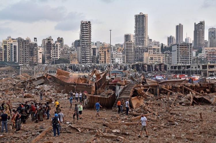 <p>Lübnan'daki Beyrut Limanı yakınlarında büyük bir patlama meydana geldi. Lübnan resmi ajansı NNA'nın haberine göre, Beyrut Limanı'nda patlayıcı maddelerin bulunduğu 12 numaralı depoda yangın çıktı.</p>