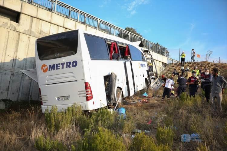<p>Yaşanan olayda ilk belirlemelere göre 5 kişi hayatını kaybetti, 25 kişi de yaralandı. Yaralıların 7 tanesinin durumunun ağır olduğu öğrenildi.</p>
