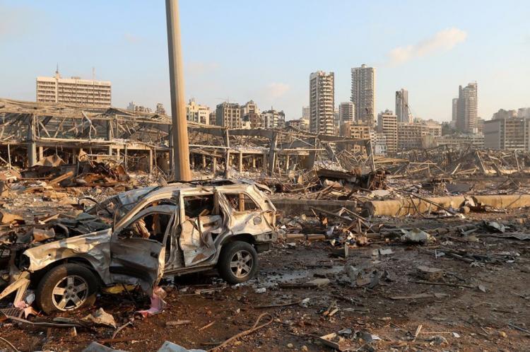 <p>Yangın nedeniyle güçlü bir patlama meydana geldi. Patlama sesi başkentin banliyölerinden de duyuldu. İtfaiye ekipleri, yangına müdahale etmek için olay yerine kısa sürede ulaştı.</p>  <p>Helikopterlerin de yangına müdahale etmek için havalandığı görüldü.</p>
