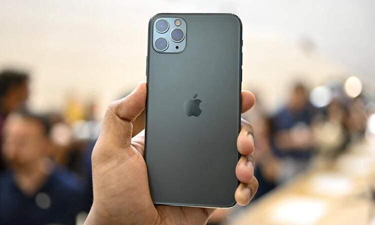 <p><strong>iPhone 11 Pro Max – 256 GB</strong></p>  <p>Eski fiyat: 13.299 TL<br /> <br /> Yeni fiyat: 14.499 TL<br /> <br /> Fark: 1200 TL</p>