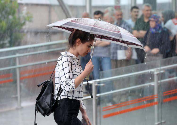 <p>12 Ağustos Çarşamba günü, Doğu Karadeniz'de yağmur şiddetini azaltacak. Yurt genelinde ise açık hava etkisini göstermeye devam edecek.</p>