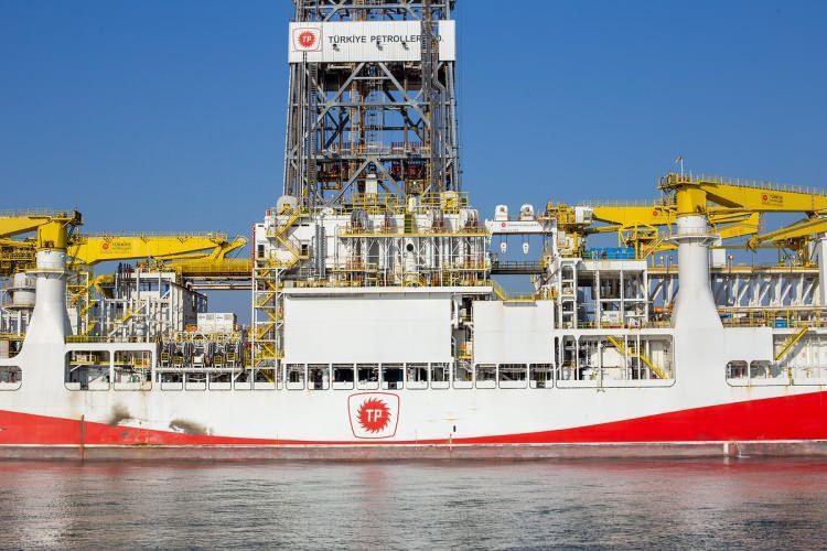 """<p>""""Upgrade"""" edilme sürecinde, sondaj ekipmanları, kuyu kontrol sistemleri, dinamik pozisyonlama sistemleri, gemi iticileri ve gemi jeneratörlerine varıncaya kadar gerekli tüm teknik aksamı yenilenen Fatih, kendi sınıfındaki 16 gemi arasından sıyrılarak böylesine yüksek teknolojiye sahip dünyanın ilk 5 gemisi arasına girdi.</p>"""