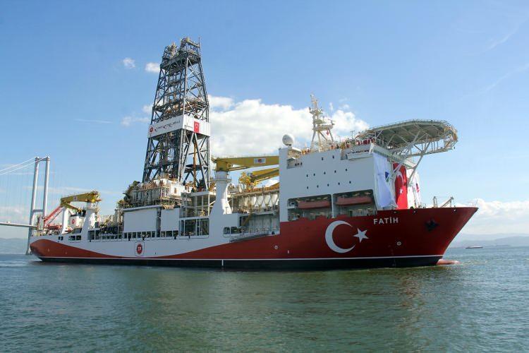 <p>Güney Kore'de 2011'de inşa edilerek denize indirilen Fatih, 6. nesil denilen üst düzey bir teknoloji kullanıyor.</p>