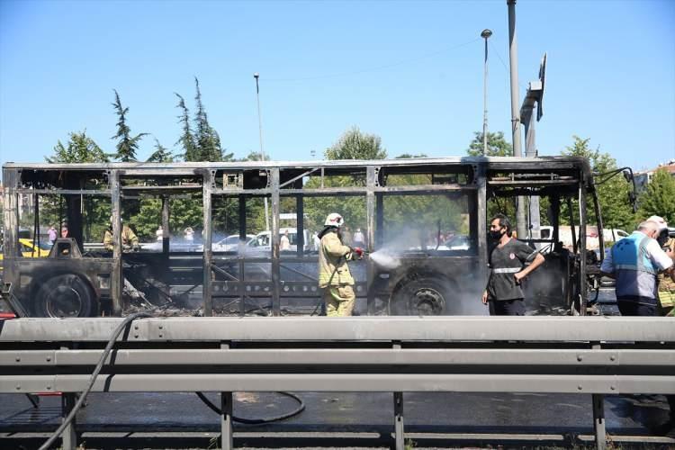 <p>Ekiplerin alev alev yanan araca müdahalesi sonucu yangın söndürüldü.</p>