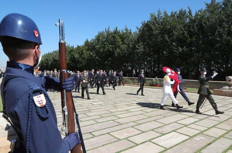 <p>Türkiye Cumhurbaşkanı Recep Tayyip Erdoğan başkanlığındaki devlet erkanı, 30 Ağustos Zafer Bayramı ve Türk Silahlı Kuvvetleri Günü dolayısıyla Anıtkabir'i ziyaret etti.</p>