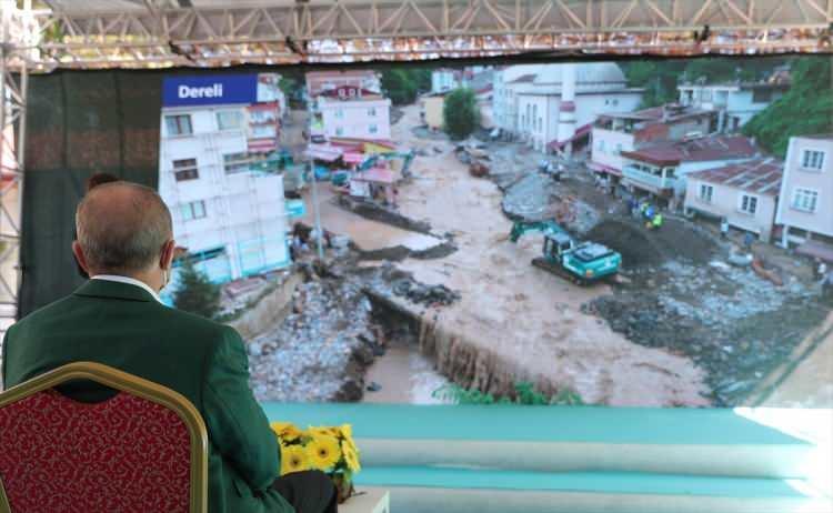 <p>Cumhurbaşkanı Erdoğan, AFAD Başkanı Mehmet Güllüoğlu'dan sel felaketinin yaşandığı ilçedeki çalışmalar hakkında brifing aldı.</p>