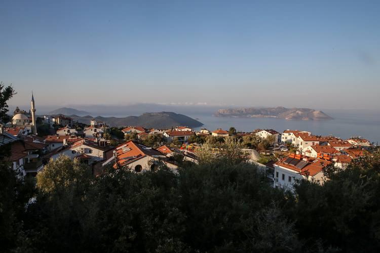 <p>Dışişleri Bakanlığı Sözcüsü Hami Aksoy, Yunanistan'ın, 1947 Paris Barış Anlaşması ile silahsızlandırılmış statüde bulunan Meis Adası'na askeri yığınak yaptığına dair haberlerin basında yer aldığını belirtmişti.</p>  <p></p>