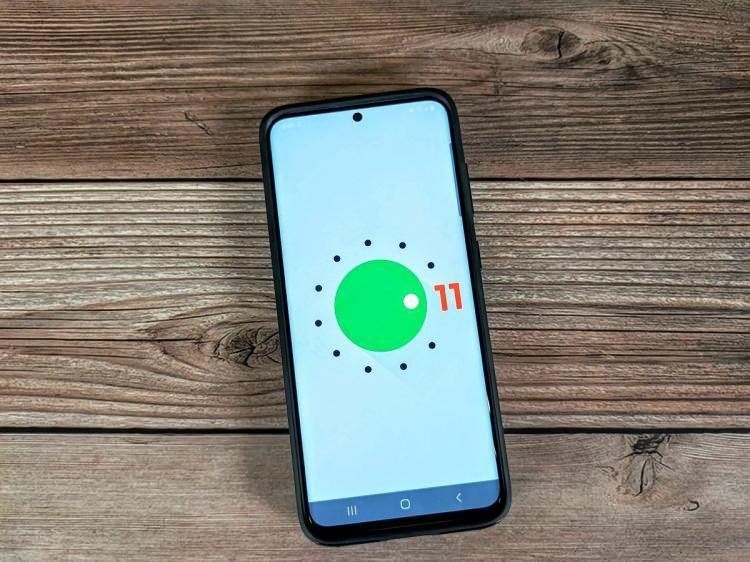 <p>Samsung, LG ve Sony gibi markalar ise Android 11 güncellemesini biraz daha geç alabilecek. Bunun nedeniyse kendi arayüzlerini tasarlamaları diyebiliriz. Listemizde Android 11 güncellemesi alacağı kesinleşen modellerin tahmini güncelleme tarihini paylaşacağız.</p>