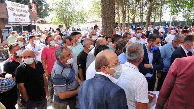 <p>İzmir'de bir ay içinde yüzde 42 vaka artışına şahit olduk. Yaptığımız müdahalelerle vaka artışı yüzde 10'lara kadar geriledi. Bir hafta sonra düşüşe geçeceğini bekliyoruz.</p>  <p>Hastaların ortalama yaşının yükselmesi vefatları artırdı.</p>  <p>Türkiye, filyasyonu en iyi yapan ülke.</p>