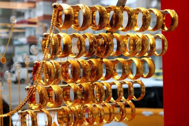 Altın fiyatları düşüşe geçti! Yatırımcılara fırsat doğacak
