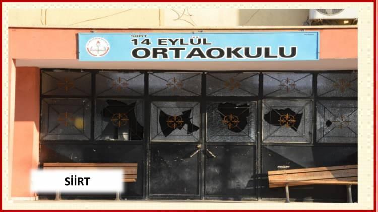 <p>Diyarbakır, Şırnak, Mardin, Hakkari ve Van başta olmak üzere birçok yerde çukurlar kazıldı, barikatlar kuruldu.</p>  <p></p>