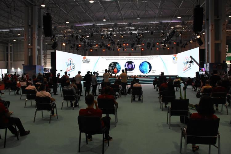 Haluk Bayraktar yerli ve milli Deneyap Yazılım Kartı'nı tanıttı