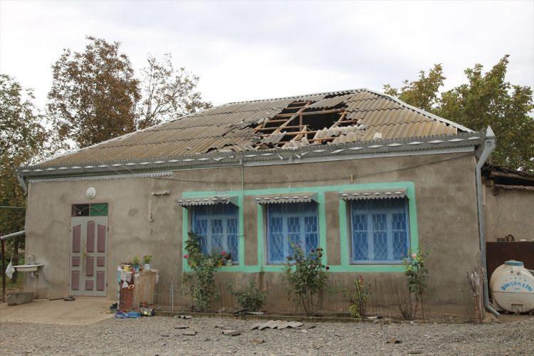<p>Ermenistan'ın saldırıları sonucu 2 günde aralarında kadın ve çocukların da bulunduğu 6 sivil yaşamını yitirmiş, yaklaşık 30 sivil de yaralanmıştı.</p>  <p></p>