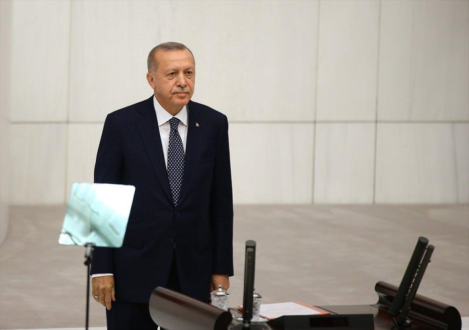 <p>Türkiye Cumhurbaşkanı Recep Tayyip Erdoğan, 27. Dönem 3. Yasama Yılı'nın açılışı dolayısıyla TBMM Genel Kurulu'nda milletvekillerine hitap etti.</p>  <p></p>