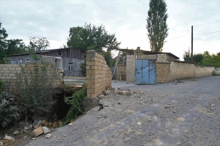 <p>Çatışmalarda Ermenistan askerlerinin ateş açtığı bölgelerden biri olan Ağdam ilinin Mireşelli köyünde çok sayıda eve mermi isabet etti.</p>  <p></p>