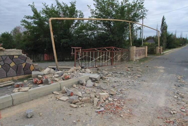 <p>Ermenistan-Azerbaycan cephe hattında son iki günde Ermenistan ordusunun ağır silahlarla gerçekleştirdiği saldırılarda siviller arasında can kayıpları yaşandı, çok sayıda ev hasar gördü.</p>  <p></p>
