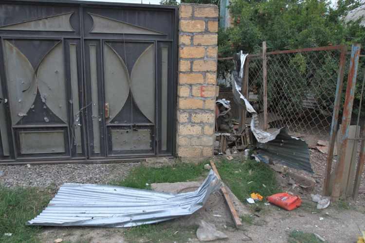 <p>Bölgeye giden AA muhabirleri Ermenistan güçlerinin ateşi sonucu oluşan tahribatı görüntüledi.</p>  <p></p>