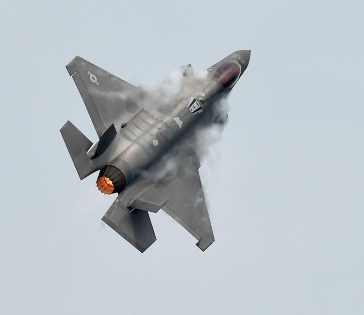 <div>Bryen, Tayvanlı pilotların gelişmiş savaş uçaklarını uçurma becerilerinin olmamasından dolayı, pilotların Amerika Birleşik Devletleri'nde eğiterek yardımcı olunabileceğini ifade etti.</div>  <div></div>