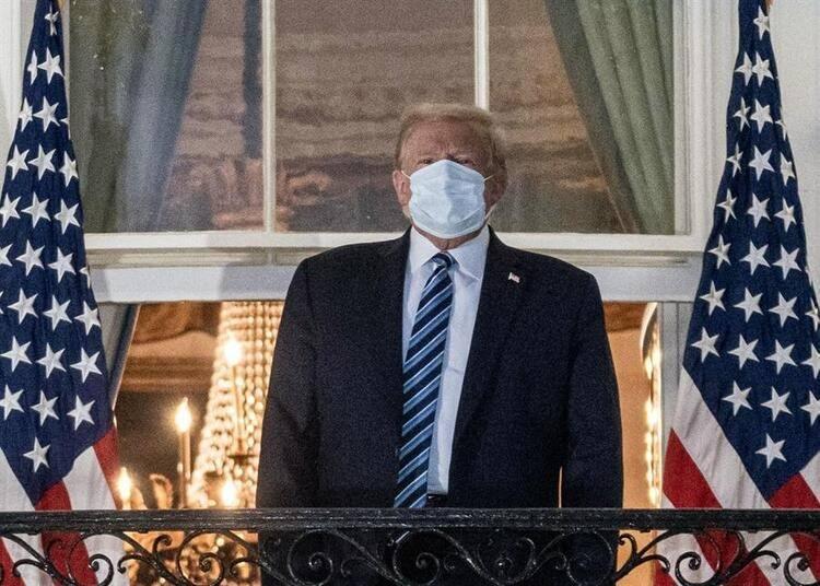 <p>Cuma günü kendi attığı bir tweet ile Covid-19'a yakalandığını duyuran Trump hemen ardından hastaneye kaldırılmış, ancak durumunun iyi olduğu bildirilerek kısa sürede taburcu edilmişti.</p>  <p></p>