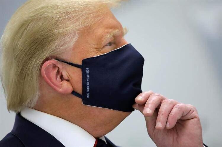 <p>Trump^'ın tedavisiyle ilgili eleştirilerin başında ise dünya genelindeki 36 milyona yakın insanın bu deneysel ve çok ileri safhadaki hastalarda kullanılması gereken ilaçlara erişiminin olmaması ve muhtemelen hiç olmayacak olmasıyla ilgili.</p>  <p></p>