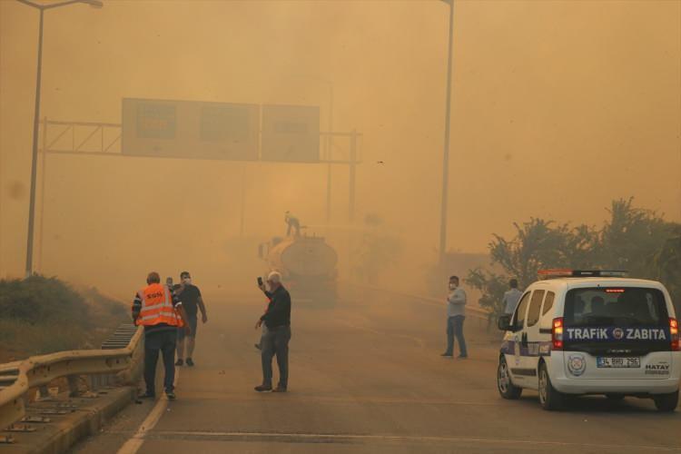 <div>Hatay'ın Belen ilçesinde çıkan orman yangınına havadan ve karadan müdahale ediliyor.</div>  <div></div>