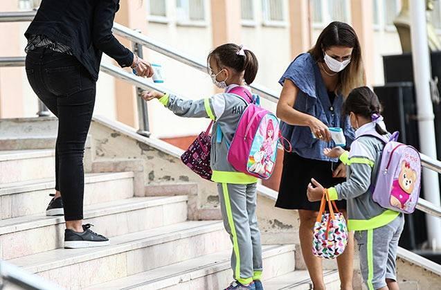 <p>Öte yandan, okulların açılma durumuna göre yeni tablet dağıtımına ilişkin planlamalar yapılacak.</p>  <p></p>