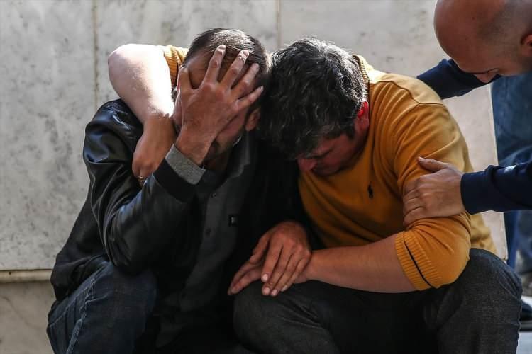 <div>Ermenistan'ın gece saatlerinde Gence'ye gerçekleştirdiği bombardımanında şehit düşen siviller toprağa verilmeye başlandı. Cenaze töreninde gözyaşları sel oldu.</div>  <div></div>