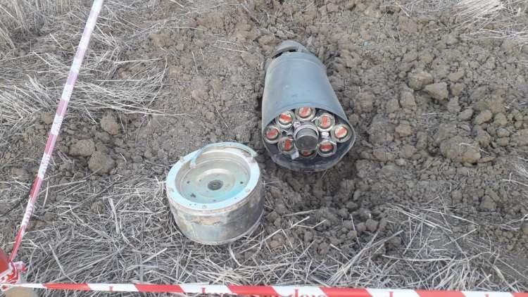 """<p><strong>Azerbaycan Hukuki ve İnsan Hakları Meseleleri Daire Başkanı Yarbay Samet Aliyev şöyle konuştu:</strong></p>  <p></p>  <p>""""Ermenistan tarafından atılan Fuzuli, Yevlax, Goranboy, Gence ve Terter arazilerinde 88 patlamayan bomba, 863 mühimmat, 2 drone, 178 roket mermisi bulundu.</p>"""