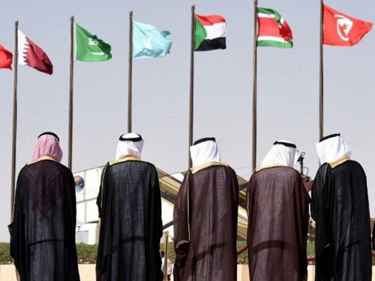 <p>Yemen, 17 Ekim 2016'da 28. Arap Birliği Zirvesi'ne ülkede yaşanan savaş nedeniyle ev sahipliği yapamayacağını duyurmuştu. Bunun üzerine Zirve, 29 Mart 2017'de 16 ülkenin devlet başkanlarının katılımıyla Ürdün'ün Ölü Deniz bölgesinde düzenlenmişti.</p>