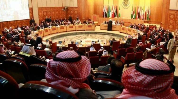 <p>Fas da 19 Şubat 2016'da Arap Birliği'ne nisan ayında Marakeş'te yapılacak zirveye ev sahipliği yapamayacağını iletmişti. Arap ülkeleri arasında ekonomik, kültürel, siyasi ve sosyal ilişkileri düzenlemek amacıyla 1945'te kurulan Arap Birliği yıllar içinde yeterince etkin olmamakla eleştiriliyor. Gözlemciler, 22 ülkenin üye olduğu Birliğin çok sayıdaki kararının kağıt üstünde kaldığını belirtiyor.</p>