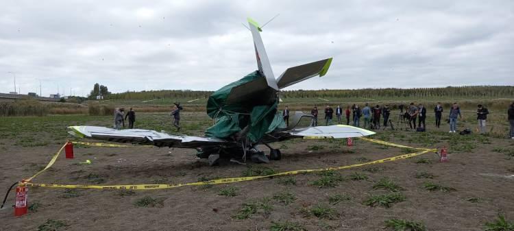<p>Uzun uğraşlar sonunda çıkartılan pilota sağlık ekipleri ilk müdahalesini olay yerinde yaptı. Yaralı daha sonra ambulans helikopter ile hastaneye kaldırıldı. Kaza alanı ve ekiplerin çalışması havadan görüntülendi.</p>