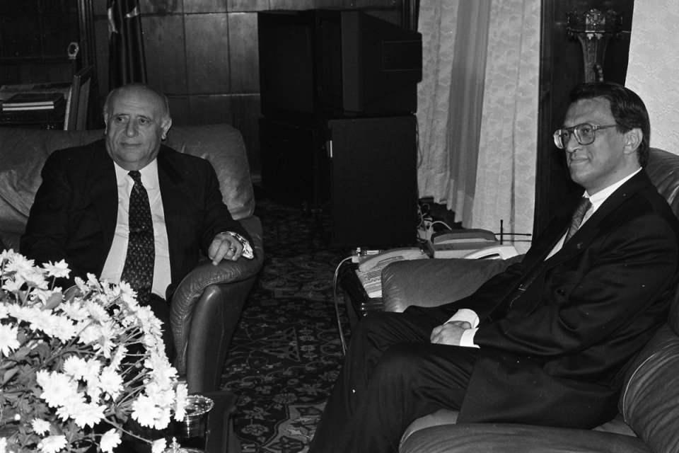 <p>2004 yılında Yüce Divan'da yargılandı.<br /> <br /> <em>Fotoğraf:Cumhurbaşkanı Demirel, ANAP Genel Başkanı Mesut Yılmaz'ı Çankaya Köşkü'nde kabul etti.</em></p>  <p></p>