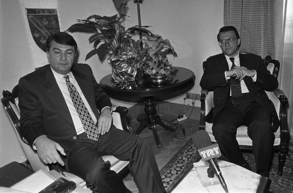 <p>Partisi 2002 Türkiye Genel Seçimleri'nde Meclis'e giremeyince istifa etti.<br /> <br /> <em>Fotoğraf:CHP Genel Başkanı Deniz Baykal ve ANAP Genel Başkanı Mesut Yılmaz biraraya geldi.</em></p>  <p></p>