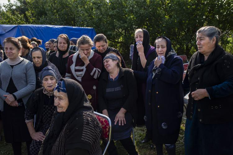 <p>Saldırının, çarşının en kalabalık olduğu öğlen saatlerinde gerçeklemesi nedeniyle 5'i kadın21 sivil öldü.</p>  <p></p>