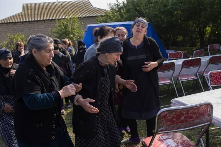 """<p>AA muhabirine konuşan Hacıyev'in kardeşi Hacıyev, """"Abim 1993'teki 1'inci muharebede savaşçıydı. Savaş meydanında ölmedi ama eczanede ilaç alırken vuruldu."""" ifadelerini kullandı.</p>  <p></p>"""