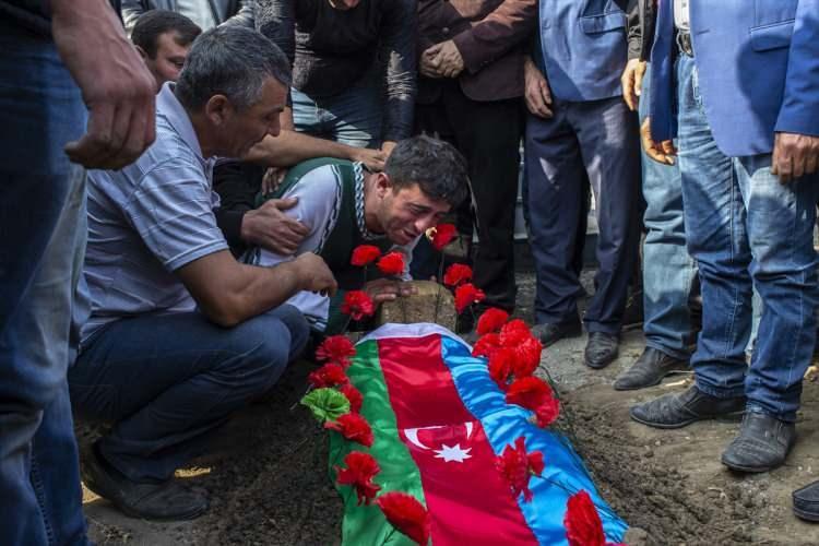 <p>Cenaze töreni sırasındaKarayusuflu köyü yakınlarından top sesleri duyuldu.</p>  <p></p>